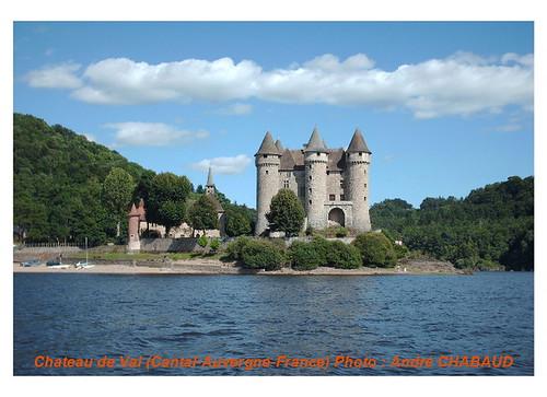 Château de Val à Lanobre (15 Cantal)