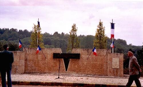 Nod sur Seine- Second monument de la jonction 2e DB/1ère DFL - Col. Wladislas Picuira