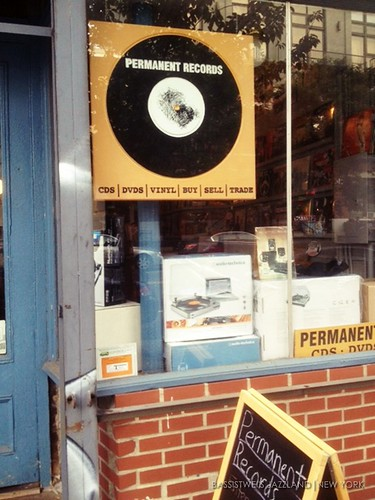 Vinyl shop in New York (2)s