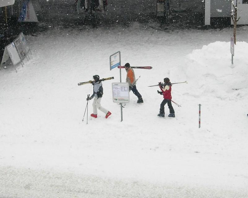 skiers in Davos Dorf