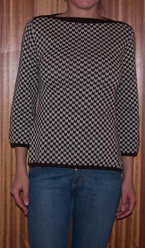 Brun tröja.