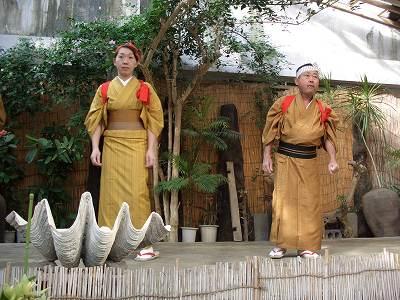 2005218 服部屋敷 踊る