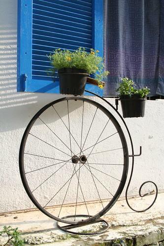 七號公路門口的迎賓腳踏車花架