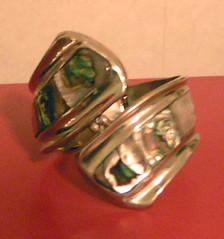 Armband i silver och pärlemor.