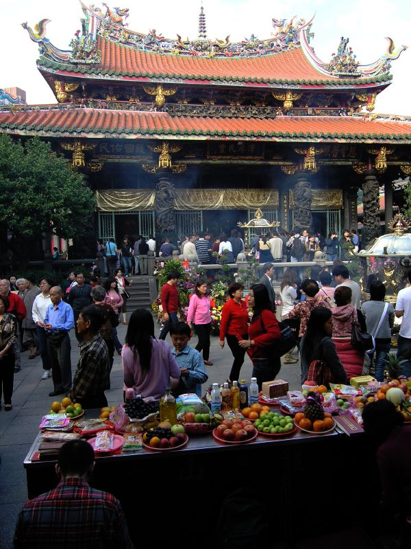 lungshan temple,Taipei MRT Tour,Taipei travel living,Taipei must go