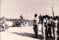 Prise d'armes devant le général de Gaulle, en Italie, en 1944 (photo OFIC, coll. Bongrand Saint Hillier)