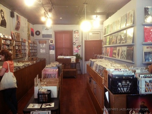 Vinyl shop in New York (8)s
