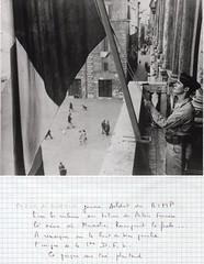 1944- Italie- Rome- Palais Farnese un  jeune corse hisse le drapeau français