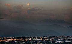 in Taiwan Taichung . 台灣台中 . moon rise 月昇. in 新社 DSC_0251_01 photo by Ming - chun ( very busy )