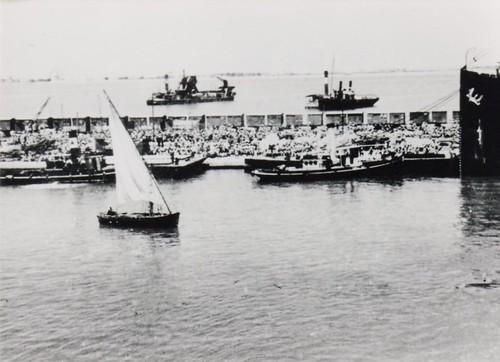 BM 2-  41- Le BM2 débarque à Suez - Fonds Amiel