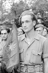 1944 - Dijon- Le porte-fanion de la 13e DBLE (Demi-Brigade de la Légion Etrangère) intégrée à la 1re DFL (Division Française Libre) lors du défilé de la Libération -Ecpad