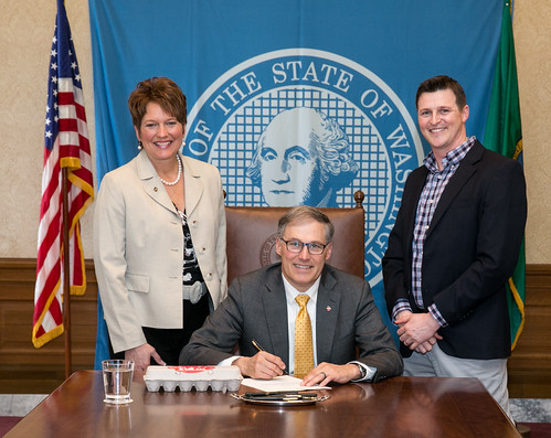 Rep. Liz Pike and Cowlitz County Commissioner Jim Misner with Gov. Jay Inslee signing HB 2298.