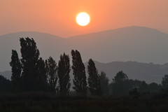 Sunset over Obarenes mountains - Puesta de sol sobre los montes Obarenes photo by perlaroques
