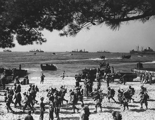 BM 4 - 1944 - débarquement  à cavalaires