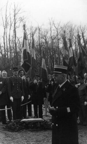 Alsace- Illwald - 1975- inauguration de la première stèle : le colonel Jean Artières- Fonds Emile Gauthier