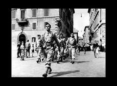 BIMP- 1944- Italie -  Le Bataillon du Pacifique, qui appartient à la 1re Division Française Libre (1re DFL), défile dans la ville de Rome 944- Italie- Rome Entree des Troupes