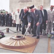 Gérard-theodore-et-son-ami-roger-nordmann-arc-de-triomphe-2002- Crédit photo : ADFL
