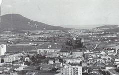 1944 - Provence - vus du thouar :  château de la garde le Paradis, col de carqueiranne et fond Giens et Iles d'Hyeres - col part - Paul Gaujac