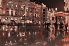 Midnight rain in Piccadilly [Explore 17th February 2014] photo by Patrizia Ilaria Sechi