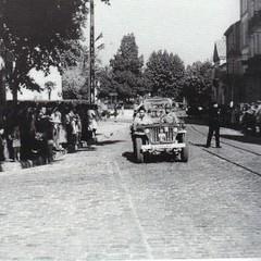 1944- Toulon- guidée-par-le-dcr-la-colonne-rct-1-traverse-hyères-libérée-usis-paul-gaujac