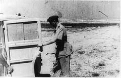 1942 - Bir Hakeim-Koenig près de son pick up - ADFL
