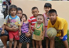 children galore photo by the foreign photographer - ฝรั่งถ่
