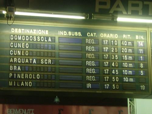 Tabellone partenze di Torino Porta Nuova lunedì 27 febbraio 2006