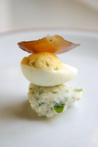 Huevos de codorniz con botarga