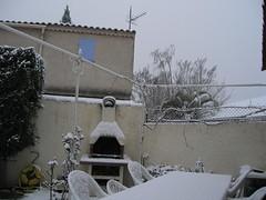 snow decorating Provençale life