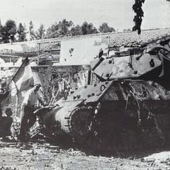 1944 - Hyères - TD du-8e-rca-endommagé-pendant-les-combats-d-hyères-usis-paul-gaujac