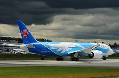 China Southern B-2725 Boeing 787 photo by moonm