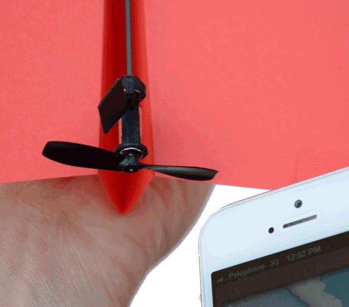 遥控飞行的纸飞机!