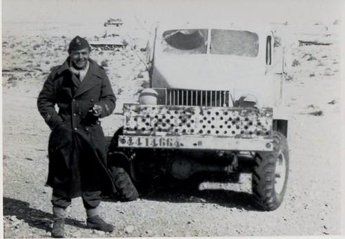 BM 2 - 1942 février  - Libye-  cdt AMiel et son pick up de commandement - - Fonds Amiel