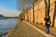Paris : Walk along the Quai des Tuileries photo by Pantchoa