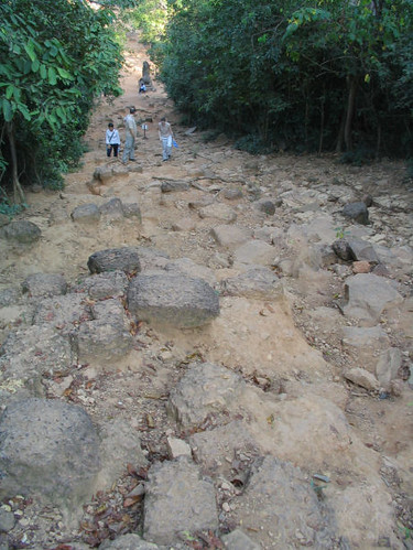 Path to Phnom Bahkeng
