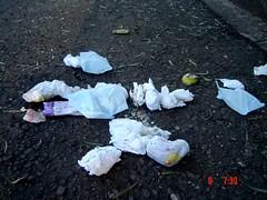 lixo deixado na rua 2