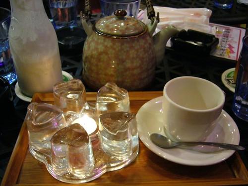 我們在一間名為「青樓」的咖啡店啣橄欖...這名字,也太啣橄欖了吧