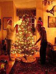 jess o cam klär julgranen liten
