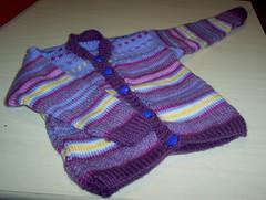 Tytön neuletakki Novita Woolin jämistä (n 80 cm)