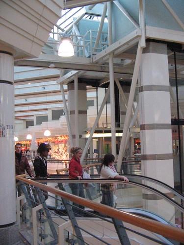 Tu fewn i'r Mall Galleries, Bryste