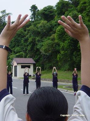 Hands-up01
