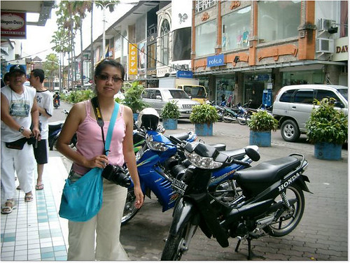 Lydiefa at one of Kuta shopping district