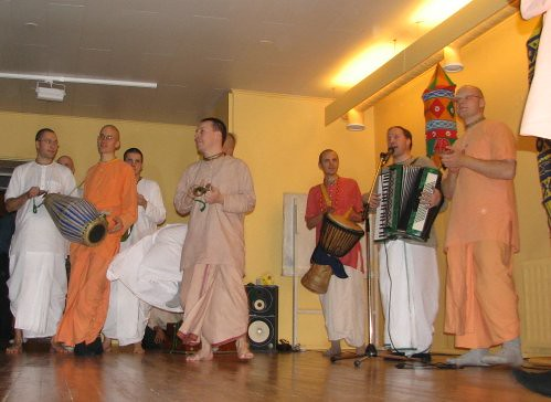 Chant and sway with Hare Rama Hare Krishna