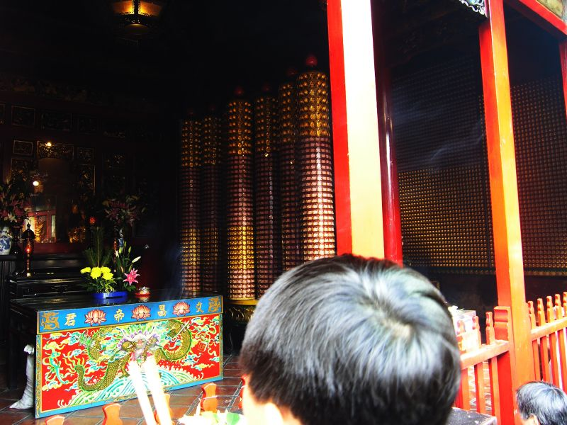 lungshan temple,Taipei tour guide,Taipei travel living,Taipei must go