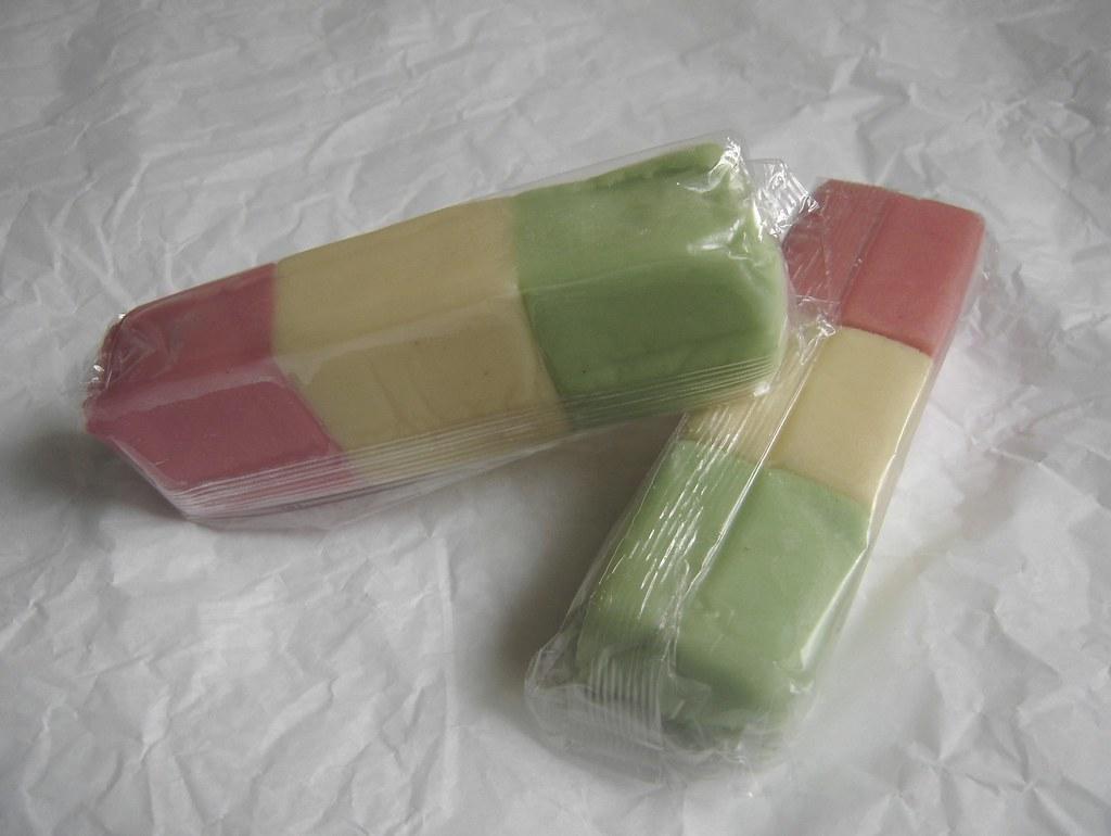 les casseroles de nawal dominos tricolores de p 226 te d amande 224 la minute