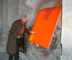 Giugiaro touches paintings