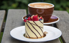 Pastry with berries photo by Infomastern