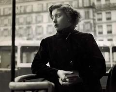 Aarons, Jules - Woman waiting, Paris, 1950