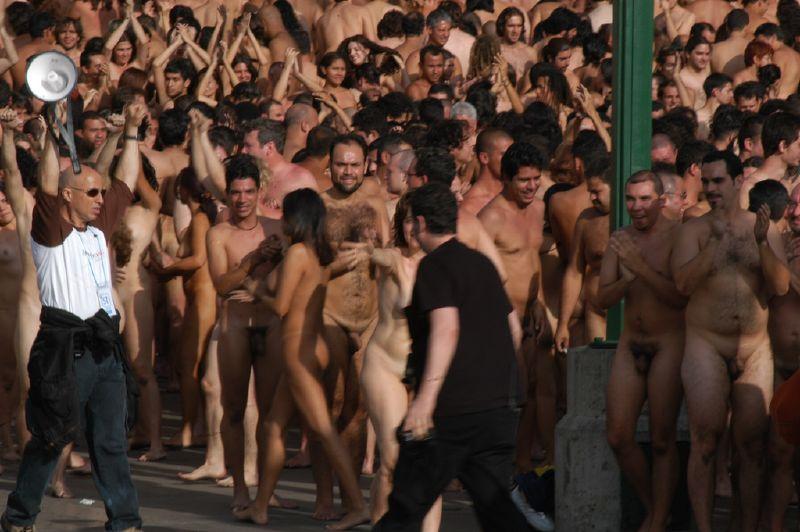 Foto de la produccion de una foto de desnudo masivo de Tunick