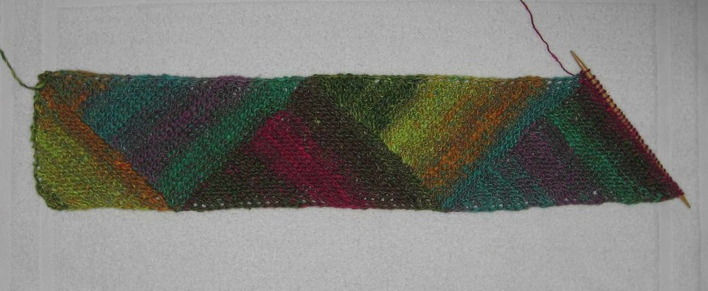 Multidirectional Triangle Scarf